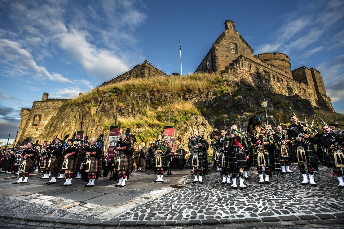 Scottish military regiment with bagpipes in front of Edinburgh Castle