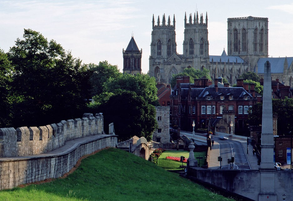 Discover york: the shambles & york minster visitbritain