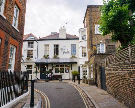 Le pub Holly Bush dans le quartier londonien de Hampstead
