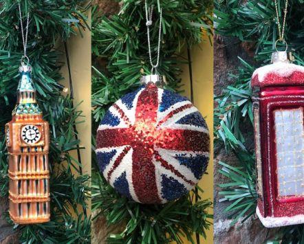 Versiering van de kerstboom in Britse stijl