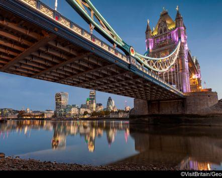 vista di tower bridge e tamigi