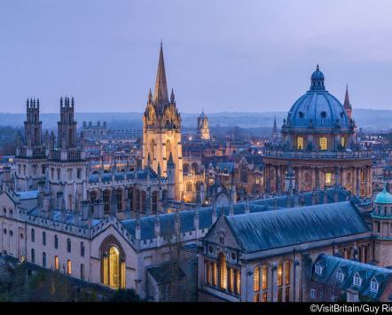 oxford al crepuscolo in lontananza