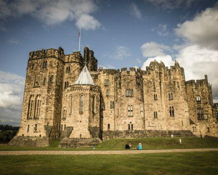 Vue extérieure du château d'Alnwick, Northumberland.