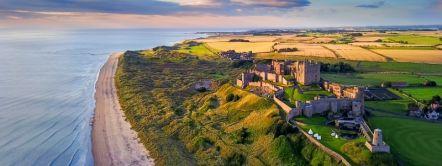 Bamburgh Castle along the Northumberland Coast_Credit to VisitBritain/Yin Sun Photography