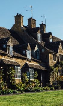 Traditional stone cottages on Broadway High Street, Broadway, Cotswolds, Worcestershire, England, UK Credit to VisitBritain