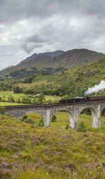 Jacobite Steam Train, Glenfinnan Viaduct. Credit: VisitScotland/Kenny Lam