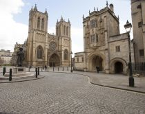 Face à la cathédrale de Bristol