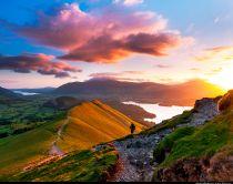 Sonnenaufgang über Catbells Mountain im Lake District, Nordengland