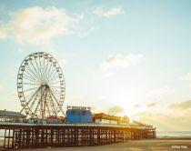 Central pier di Blackpool al tramondo con ruota panoramica