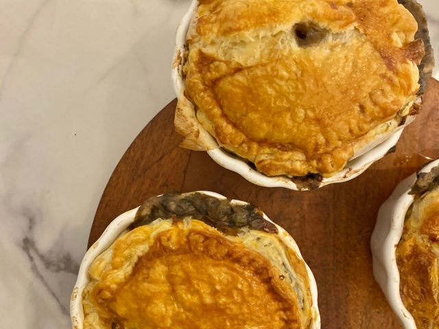 Mini pies with chicken and mushroom