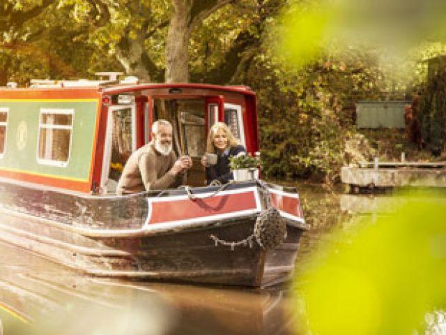 Koffie aan boord van een narrow boat