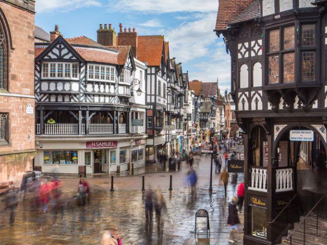 Comercios medievales, anfiteatros romanos, estrellas Michelin... En Chester está todo lo que buscas para tu escapada perfecta