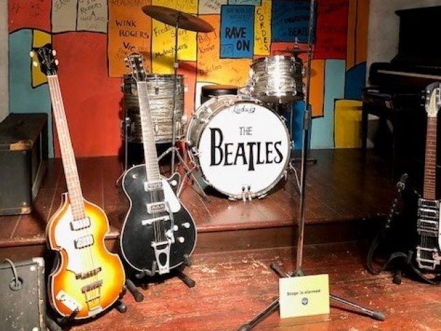 strumenti musical su un palco