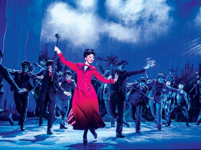 mary poppins che danza sul palco