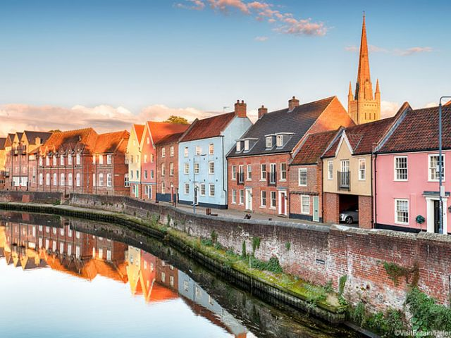 Huizen aan de waterkant in Norwich, Engeland
