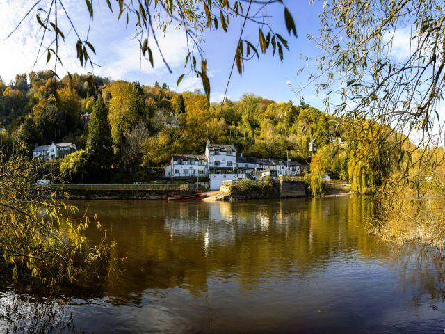 Symonds Yat aan rivier de Wye, zoals te zien in Sex Education