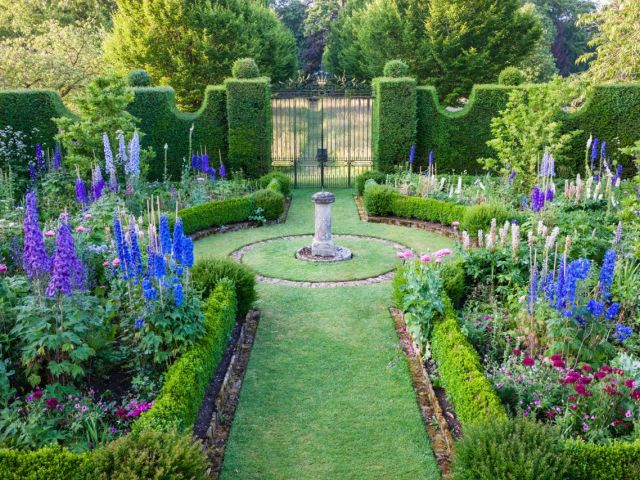 Highgrove-Sundial Garden