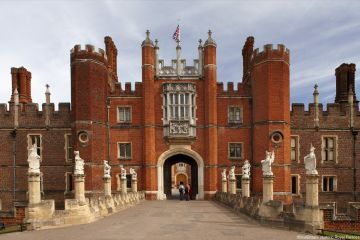 Hampton Court Palace Tudor Great Gate