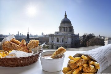 Fish and Chips in front of St. Pauls cathedral