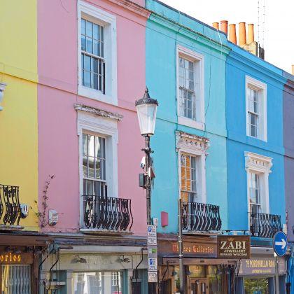 Les maisons de Portobello Road dans le quartier de Notting Hill à Londres.