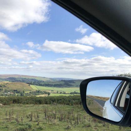 Uitzicht over de North York Moors vanuit de auto