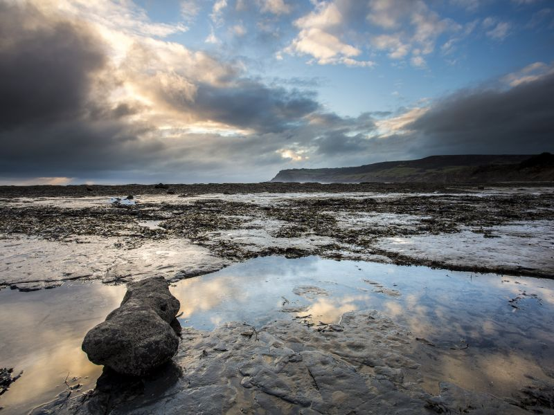 coastal-view-over-robin-hoods-bay-beach-towards-ravenscar-in-the-north