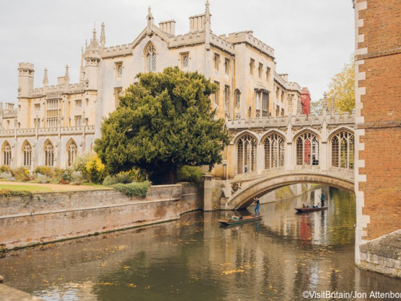 View of New Court and the Bridge of Sighs over the River Cam from the Kitchen Bridge at St. John's College. Credit to VisitBritain/Jon Attenborough