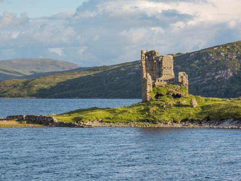 Castillo de Ardvreck en las Tierras Altas de Escocia