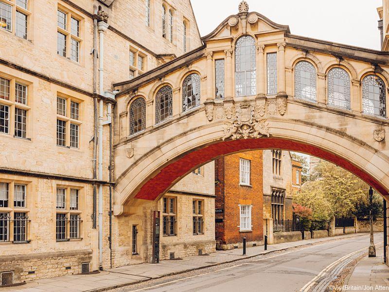 Alice no País das Maravilhas - Lewis Carroll nasceu na cidade de Oxford, Inglaterra