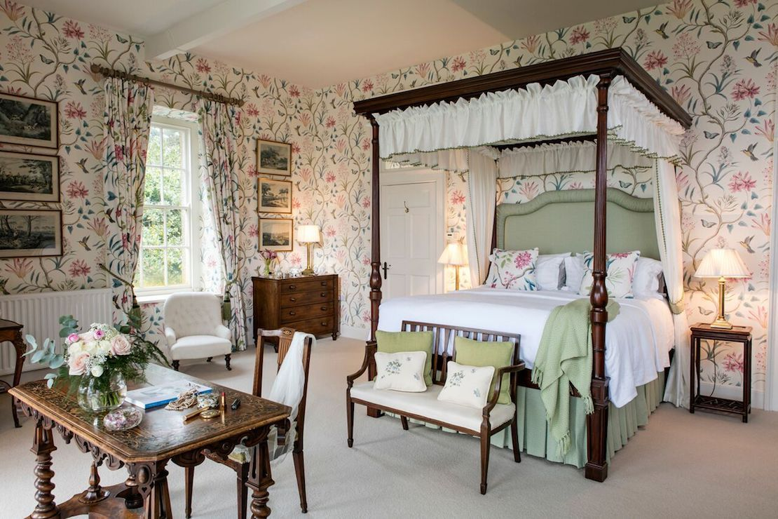 Four-poster bed in Belle Isle's beautiful bridal suite