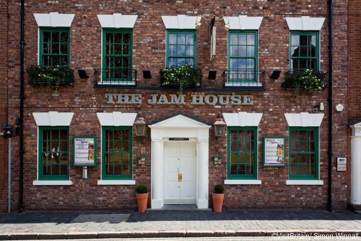 Birmingham city centre has fine historic buildings. The Jam House is a nightspot, providing live jazz.