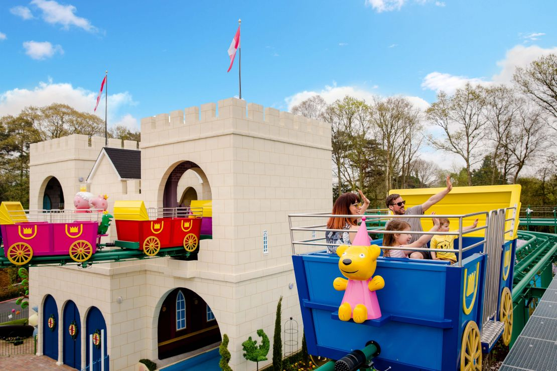 The Queens Flying Coach Ride at Peppa Pig World