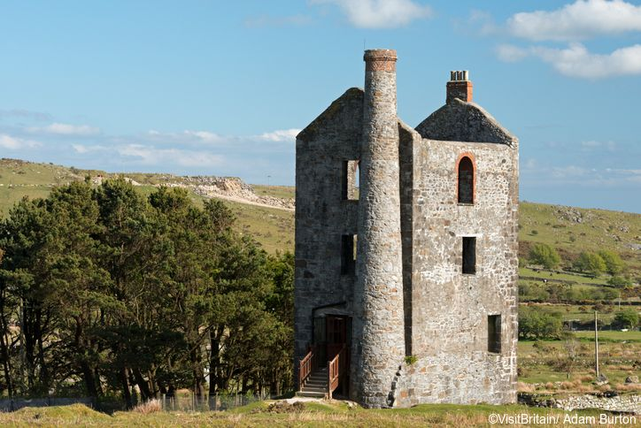 A disused tin mine engine house, now a Heritage Centre on Bodmin Moor, Minions, Cornwall.