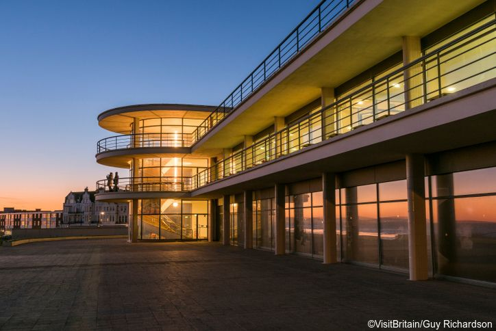 The De La Warr Pavilion, a modernist 1930s Art Deco landmark and arts centre on the seafront at Bexhill On Sea. Credit to VisitBritain/Guy Richardson