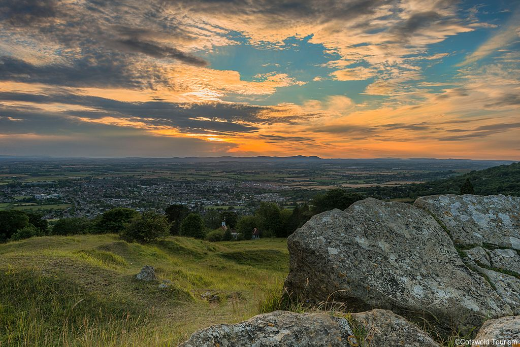 View of the sunset from Cleeve Hill in the Cotswolds. Credit to Cotswold Tourism