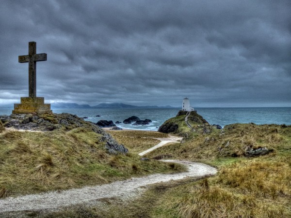 St Dynwens Cross and old lighthouse
