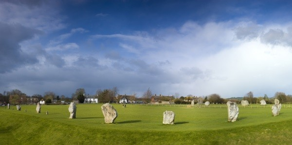 Avebury stone circle and village ©iStock/ fotoVoyager