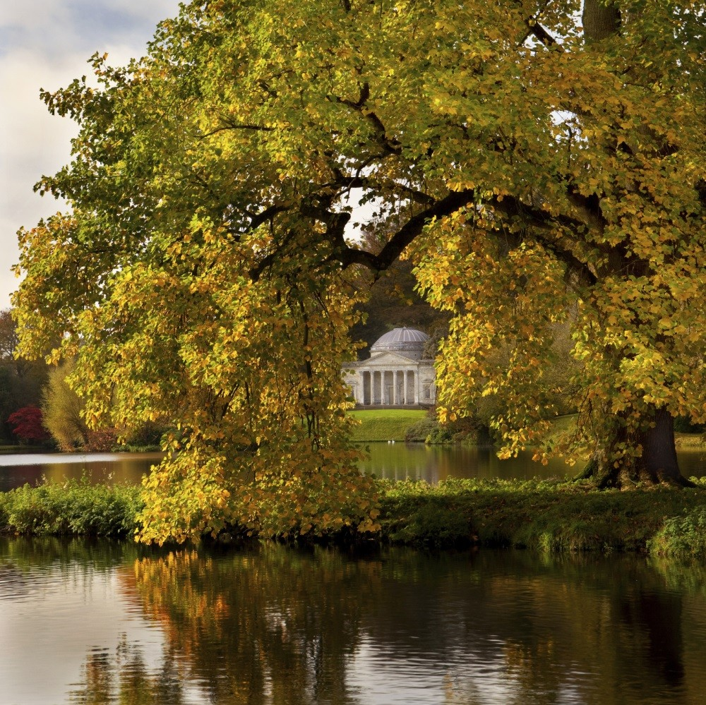 In autumn, a view to the Pantheon at Stourhead Gardens, Wiltshire, UK © iStock/David_Crosbie