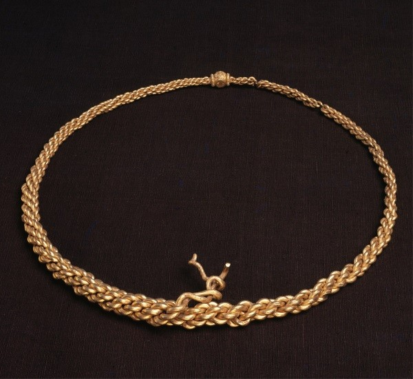 10th century gold neck ring © The National Museum of Denmark