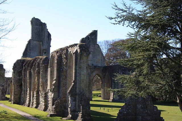 Glastonbury Abbey by Staplegrovepenny on flickr