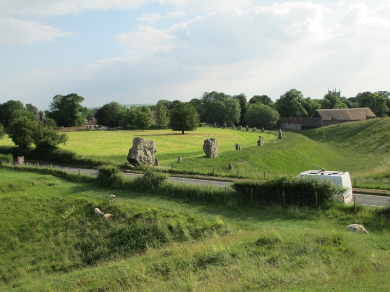 Avebury_at_summer_solstice_2014 - by loonytics creative commons 800