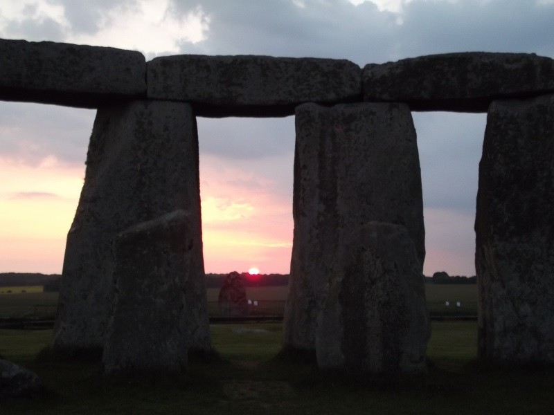 Solstice by Stonehenge stone circle 800