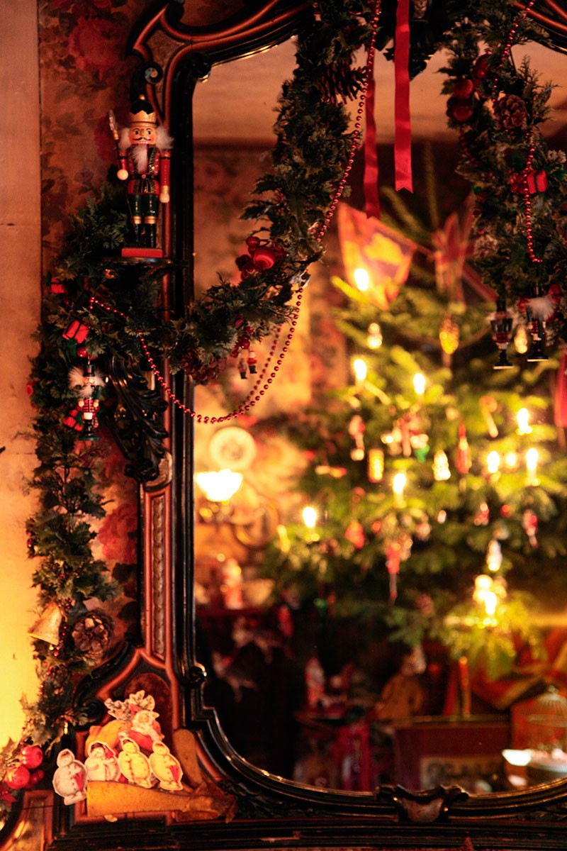 the victorian christmas tree in dennis severs house - British Christmas Tree Decorations